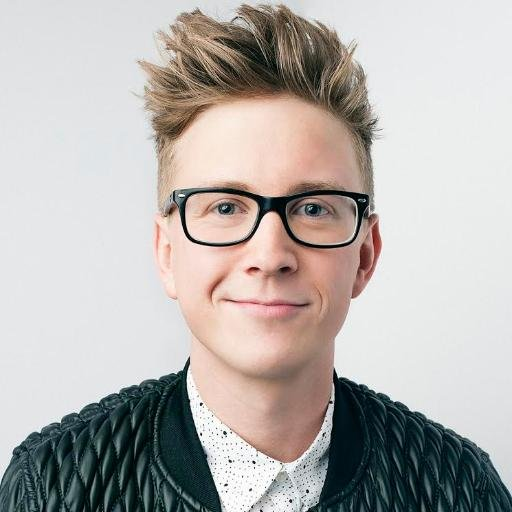 Tyler Oakley 2018: Haircut, Beard, Eyes, Weight ...